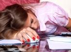 La ce riscuri te expui daca dormi prea putin